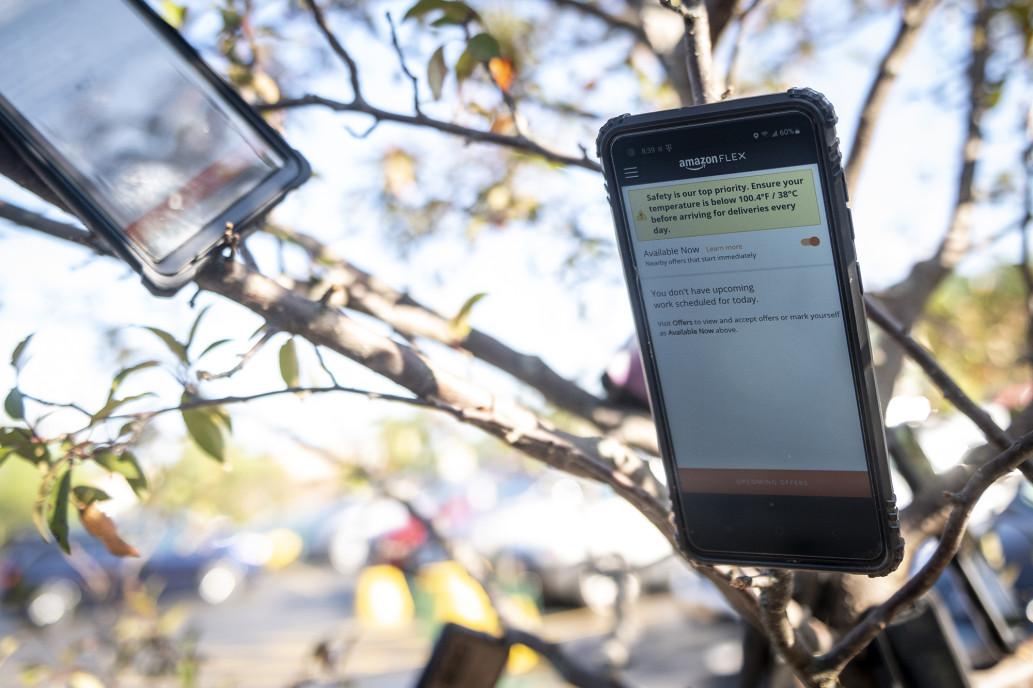 Телефони на деревах – як водії Amazon обманюють алгоритм сервісу