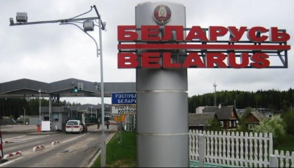 Білорусь закрила кордони з Україною і ЄС. Вантажні перевезення наразі дозволені