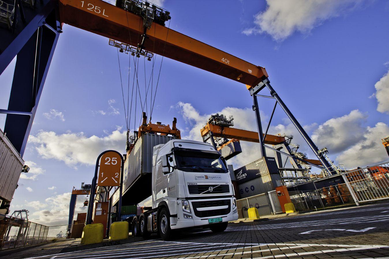 """Портових операторів зобов'яжуть повідомляти """"Укртрансбезпеці"""" результати зважування вантажівок"""