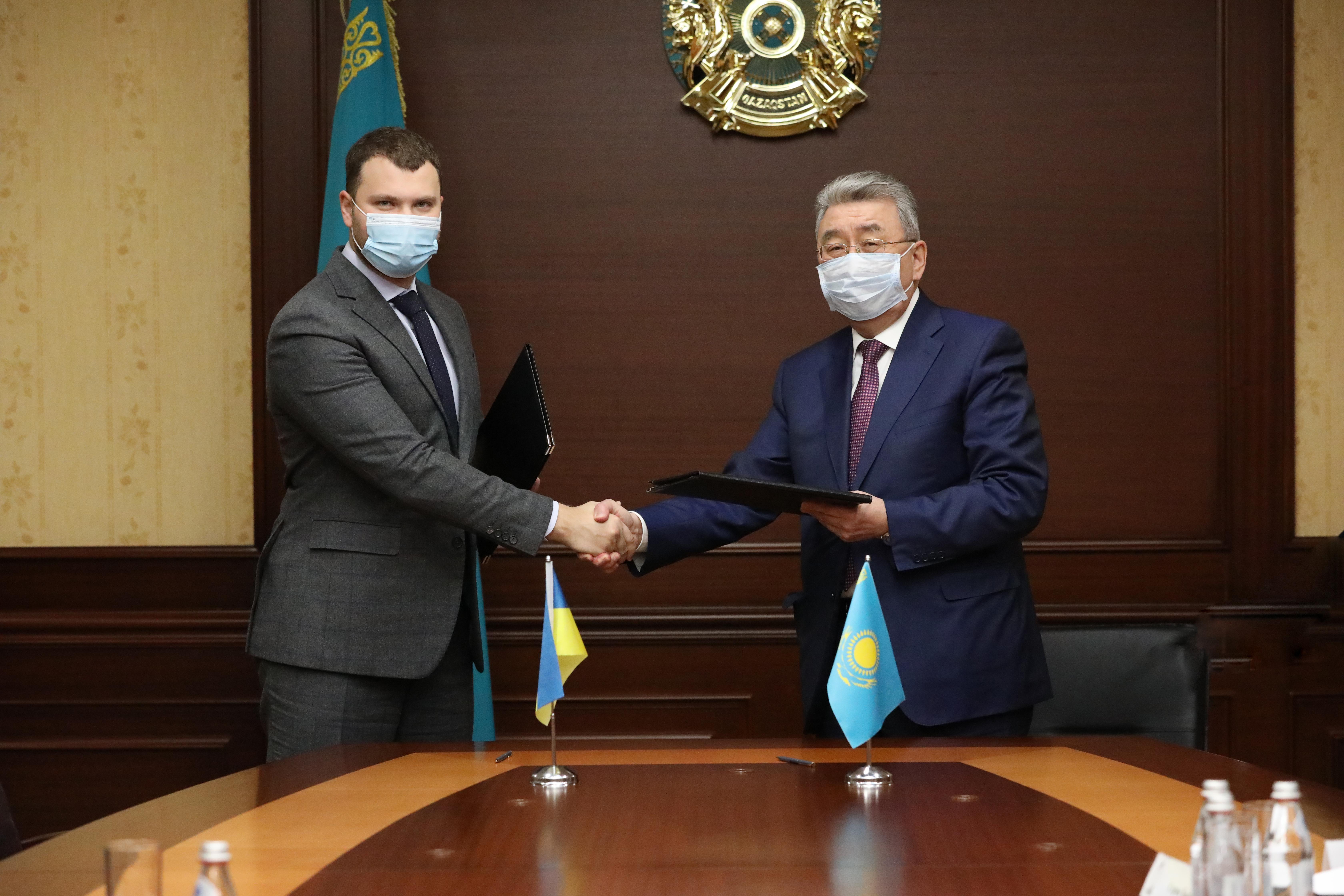 Україна і Казахстан домовилися про цифрові дозволи на автоперевезення