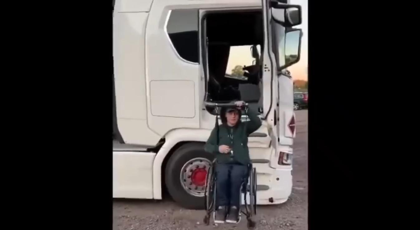 Водій на візку – тріумфальне повернення на роботу після аварії