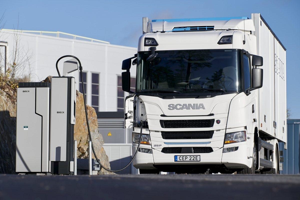 Автовиробники домовились виводити з ринку дизельні вантажівки