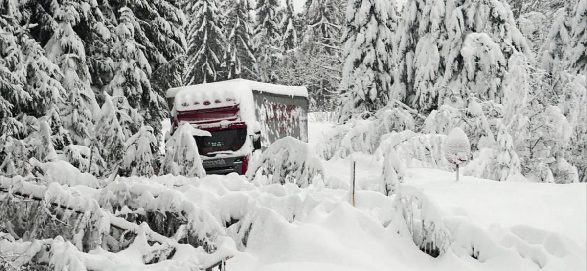 Поліція Швейцарії відстежує обмерзлі вантажівки. Водіїв карають