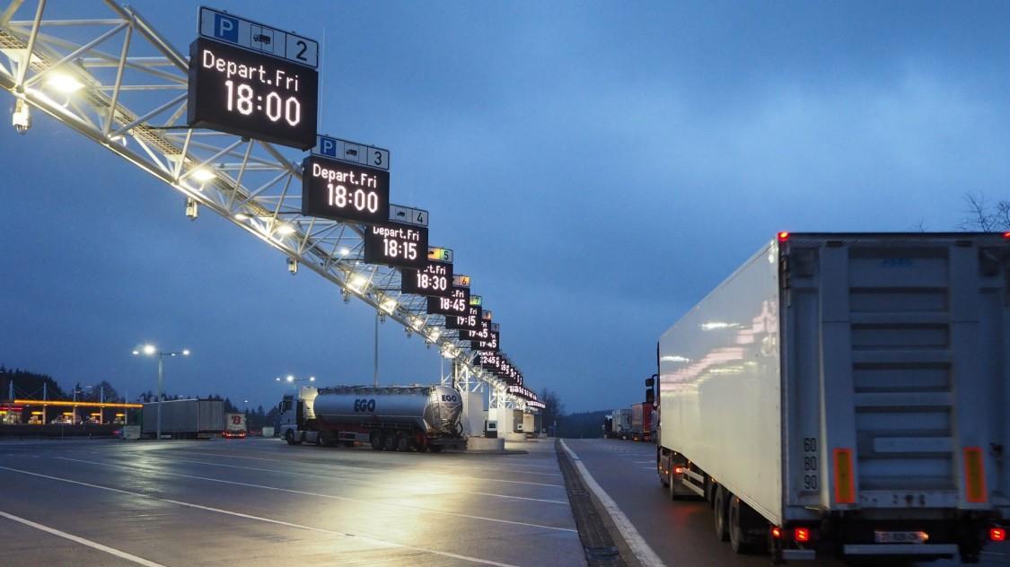 Святкові заборони на рух вантажівок в лютому і березні