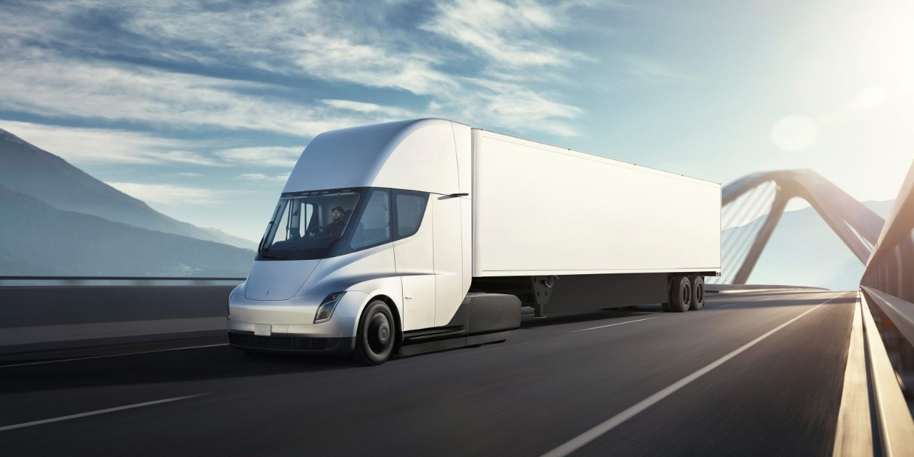 Електровантажівка Tesla Semi готова до серійного виробництва