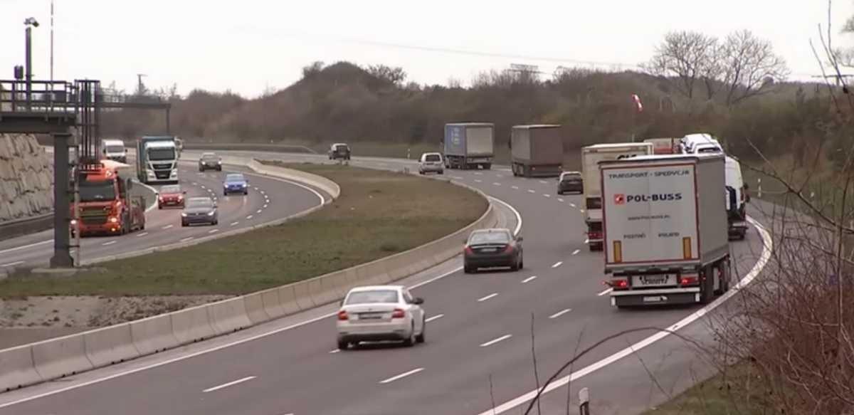 Німеччина пом'якшує обмеження руху вантажівок у неділі й на свята