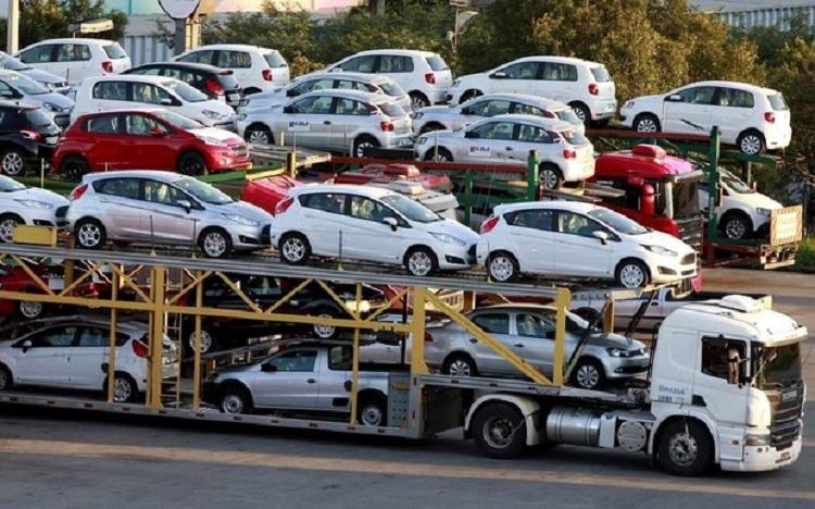 Вантажівок ввезли стільки ж,  легковиків  - трохи більше. Щодо автобусів - обвал