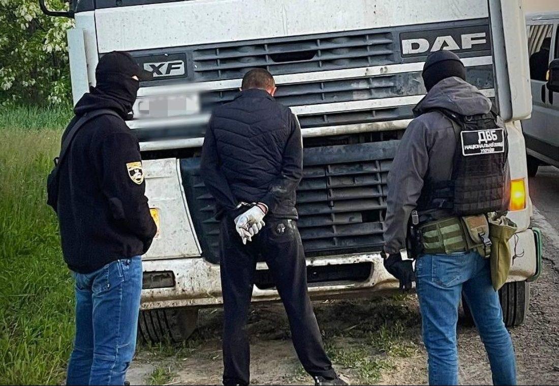 """В Україні """"накрили""""банду, яка грабувала далекобійників"""