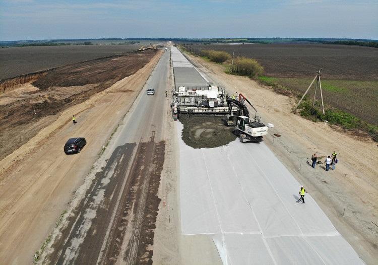 У країні побудують 1400 км цементобетонних доріг