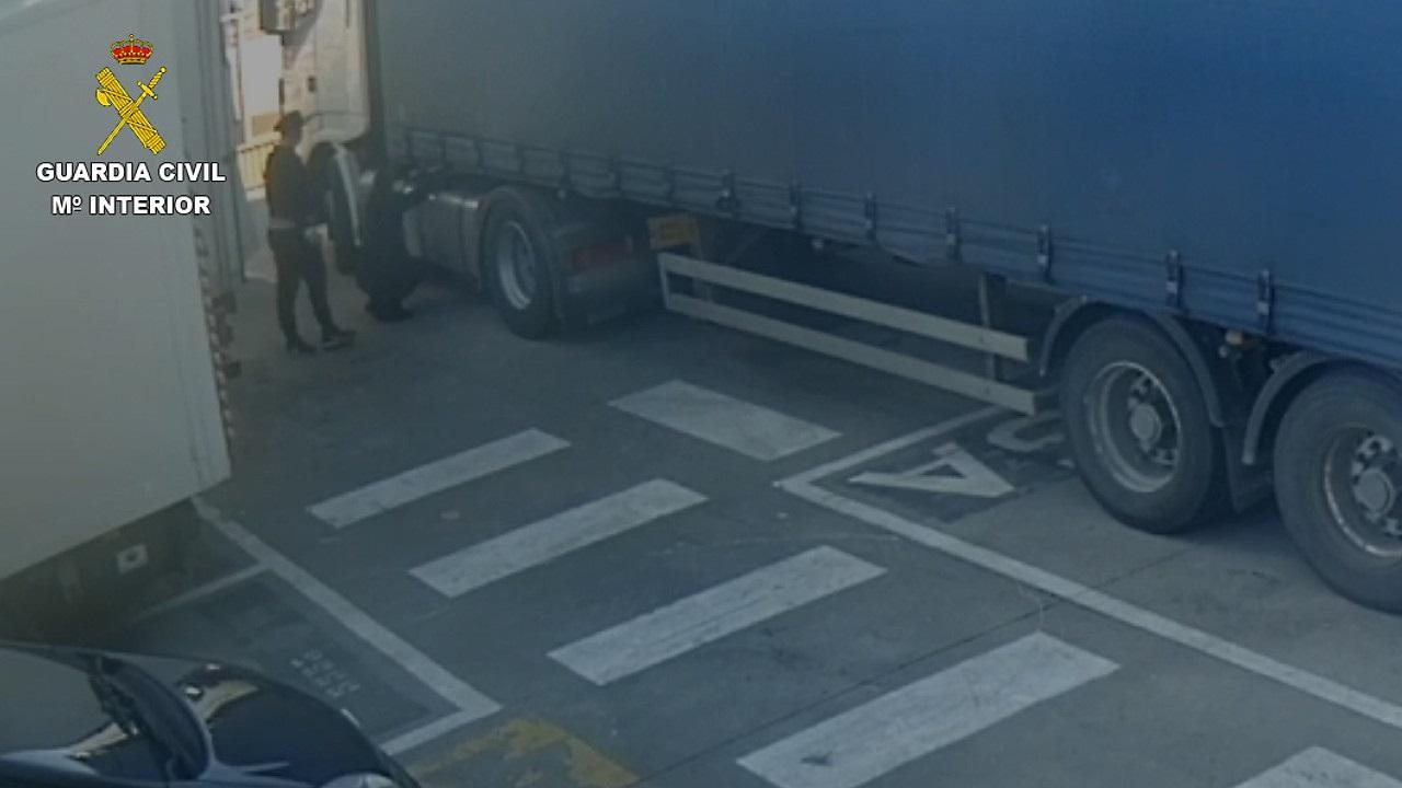 Знешкоджено банду, що грабувала вантажівки на парковках