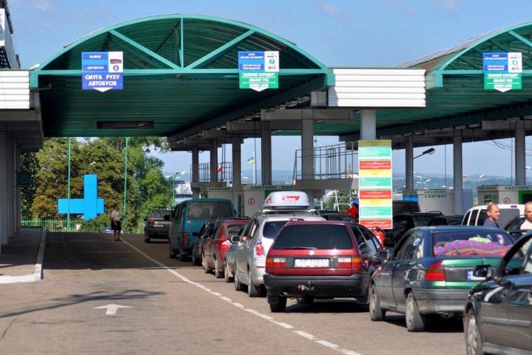 Польща відкриє три пункти пропуску на кордоні з Україною