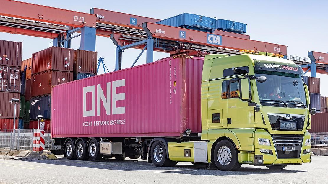 Автономні вантажівки випробували в реальній роботі