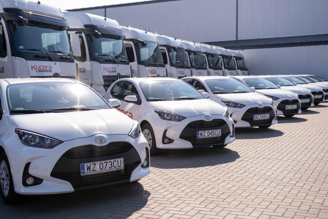Компанія подарувала своїм далекобійникам легковики Toyota