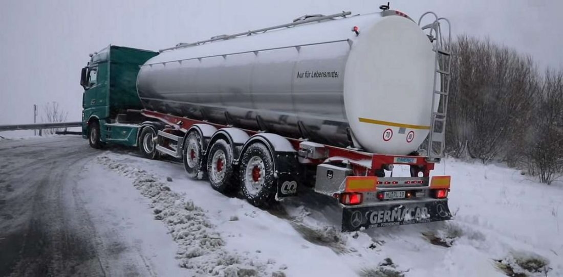Австрія вимагає зимові шини для вантажівок